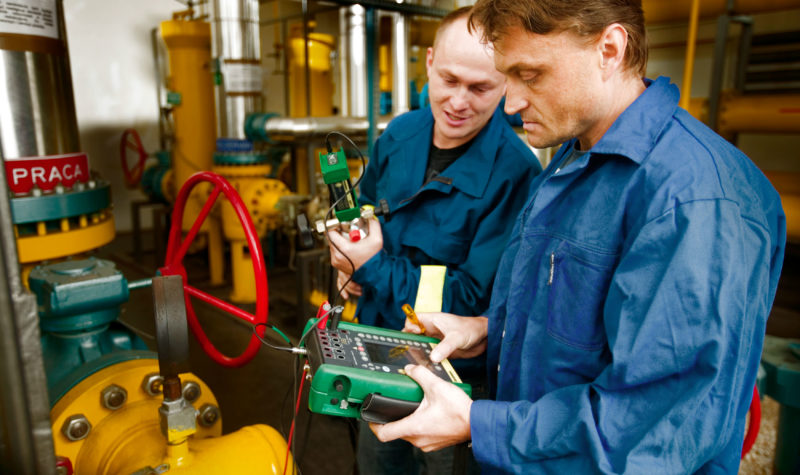 Beamex MC5-IS intrinsically safe Ex process calibrator in use