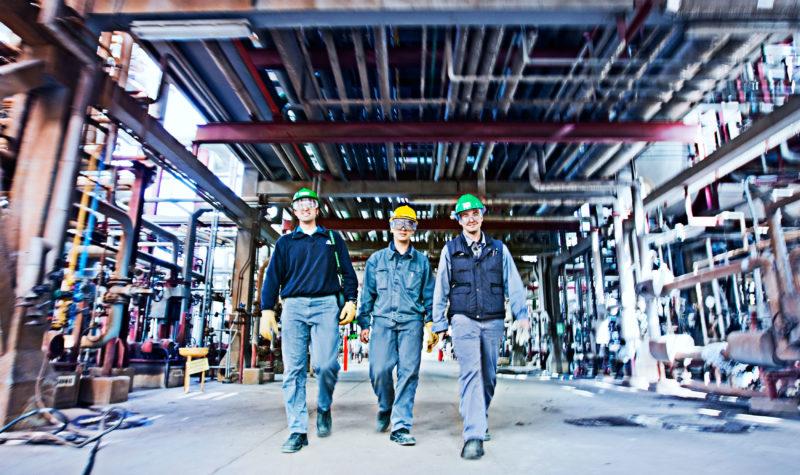 Engineers carrying Beamex calibrators
