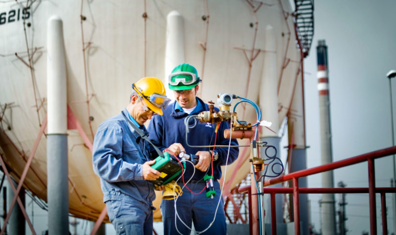 Engineers using Beamex calibrators. Why calibrate? Beamex blog post